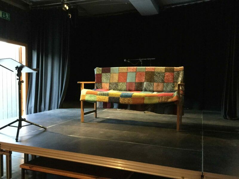 TheaterKurve_Couch